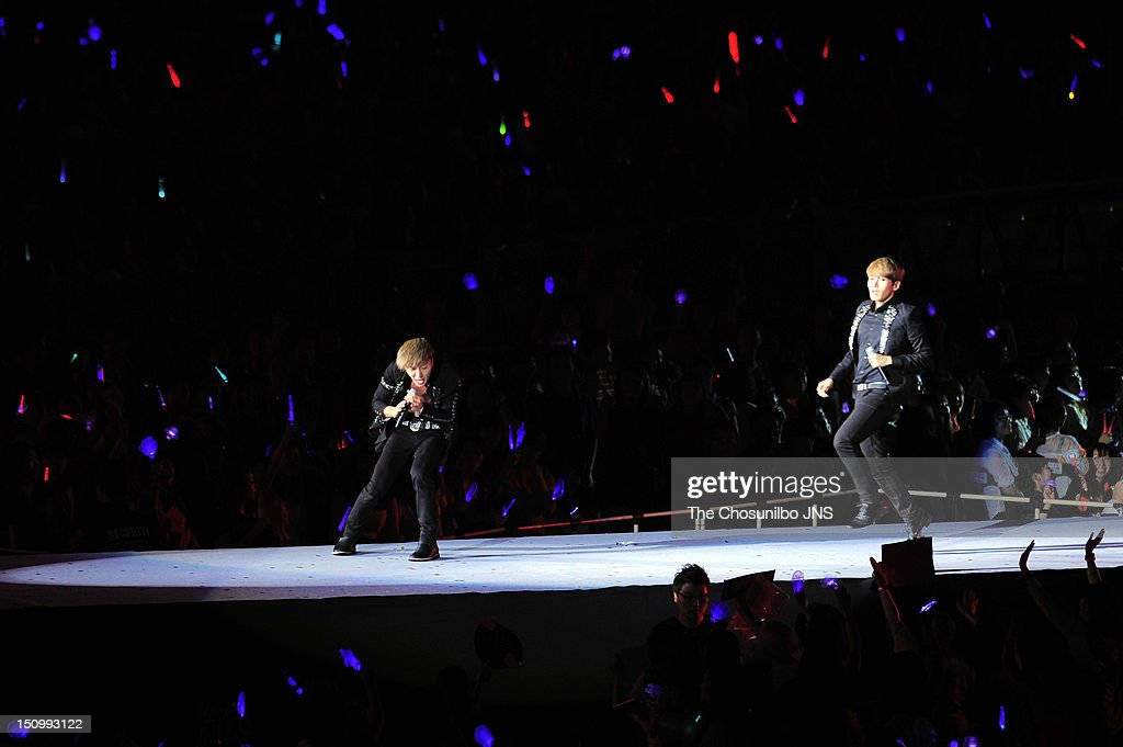 <a gi-track='captionPersonalityLinkClicked' href=/galleries/search?phrase=Super+Junior&family=editorial&specificpeople=561135 ng-click='$event.stopPropagation()'>Super Junior</a> perform during 'SM Town Live World Tour 3 In Seoul' at Jamsil Sports Complex on August 18, 2012 in Seoul, South Korea.