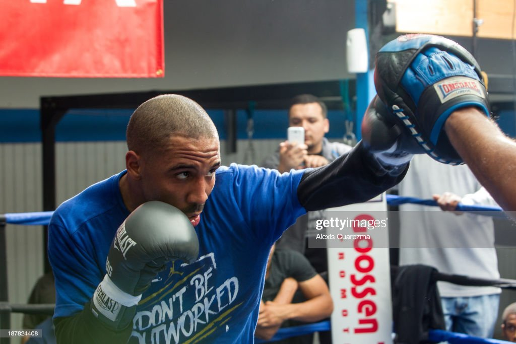 Super Middle Weight <a gi-track='captionPersonalityLinkClicked' href=/galleries/search?phrase=Andre+Ward&family=editorial&specificpeople=217398 ng-click='$event.stopPropagation()'>Andre Ward</a> (L) works the mitts with trainer Virgil Hunter (R) during his media day workout at Warzone Boxing Club to promote his November 16 fight with Edwin Rodriguez on November 12, 2013 in Rancho Cucamonga, California.