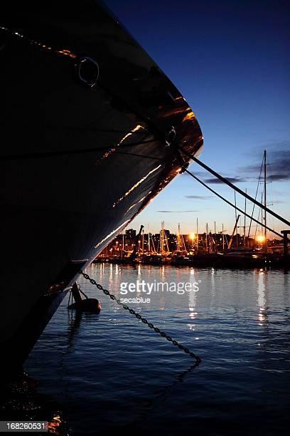 Super Yacht Schleife silhouette