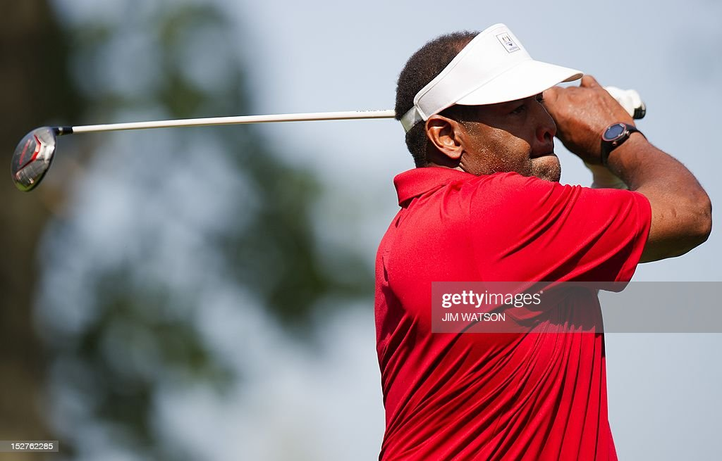 Superbowl XX MVP and former Chicago Bears(NFL) Defensive End Richard Dent tees off from the 1st hole of the Captains/Celebrity Scramble at Medinah Country Golf Club in Medinah, Illinois, September 25, 2012, ahead of the 39th Ryder Cup. AFP PHOTO/Jim WATSON