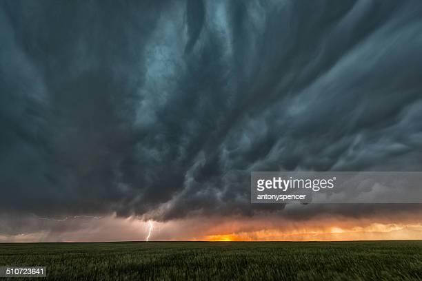 Supercell Gewitter und Mammatuswolke auf Tornado Alley