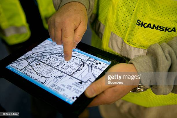 Superintendent Giancarlo Bulfon demonstrates Autodesk Inc Building Information Modeling architectural drawings on an Apple Inc iPad at a Skanska USA...