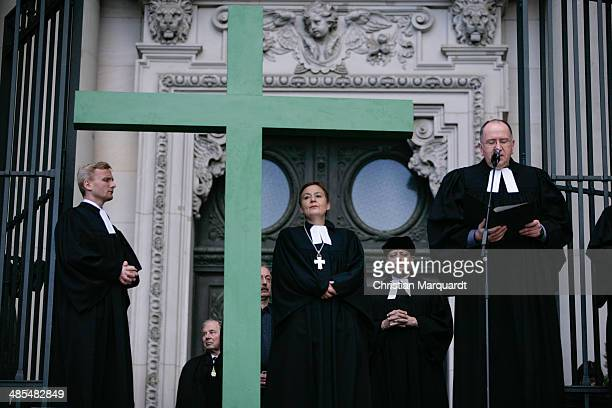 Superintendent of the Protestant church Bertold Hoecker Cathedral preacher Michael Koesling General superintendent of the Protestant church Ulrike...