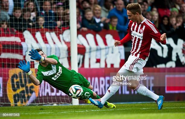 Superliga AaB vs Esbjerg Andreas Bruhn AaB Keeper Martin Dubravka Esbjerg © Lars Rønbøg Frontzonesport