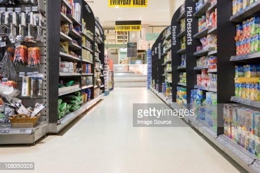 Supermarket aisle : ストックフォト