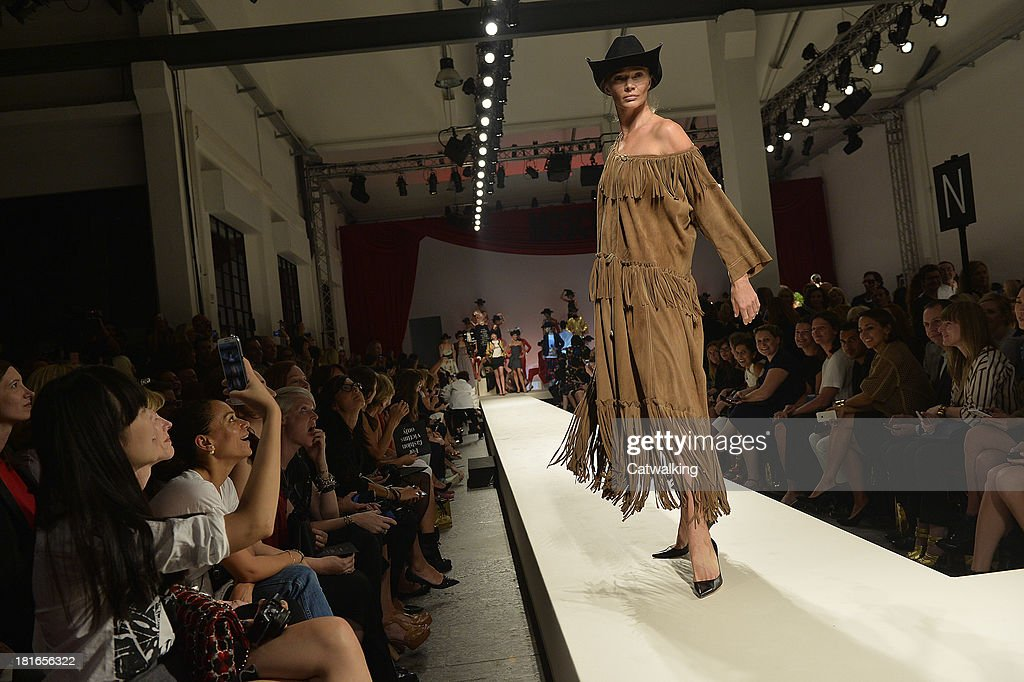 Supermodel <a gi-track='captionPersonalityLinkClicked' href=/galleries/search?phrase=Jodie+Kidd&family=editorial&specificpeople=178960 ng-click='$event.stopPropagation()'>Jodie Kidd</a> walks the runway at the Moschino Spring Spring Summer 2014 fashion show during Milan Fashion Week on September 21, 2013 in Milan, Italy.