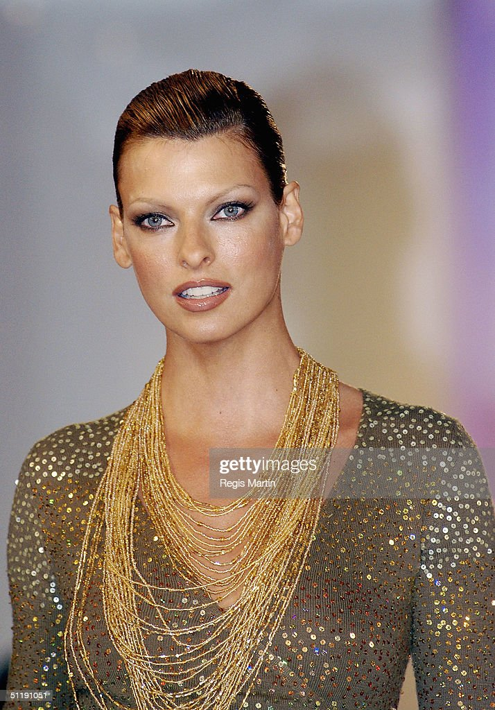 Supermodel Linda Evangelista parades an outfit by Easton Pearson at the David Jones store on August 19 2004 in Melbourne Australia