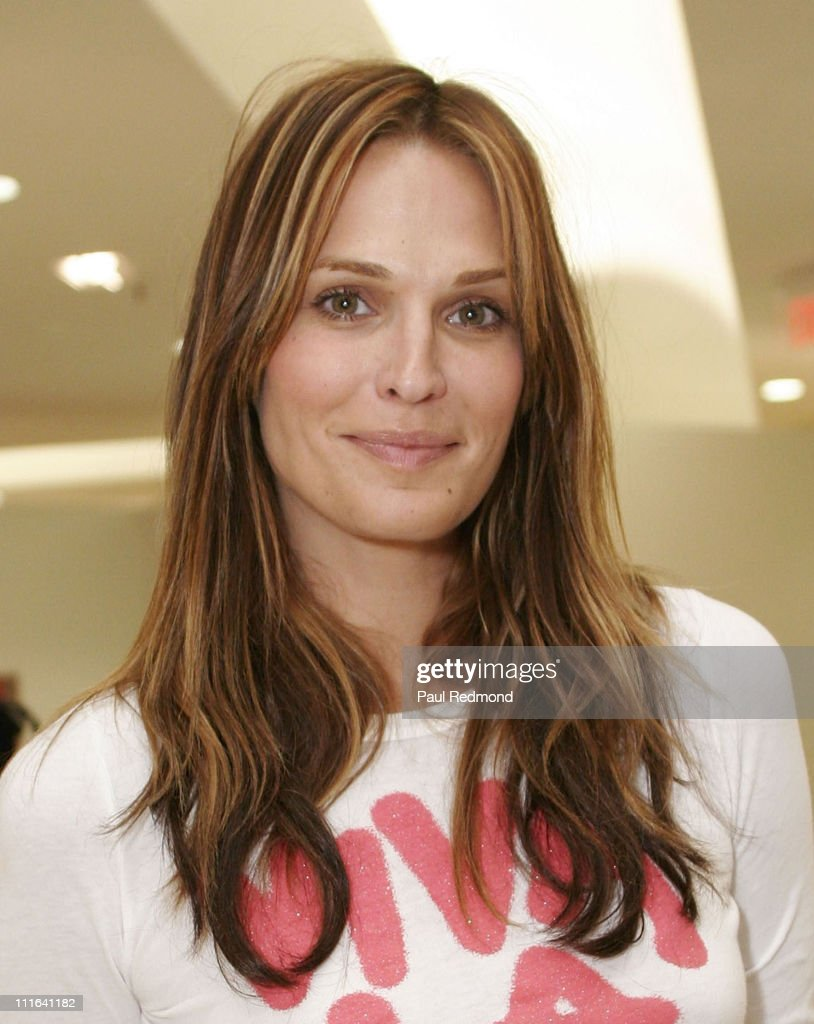 Supermodel/Actress Molly Sims promotes Key for the Cure women's cancer initiative at newly renovated Saks 5th Avenue, South Coast Plaza on October 20, 2007 in Costa Mesa, California.