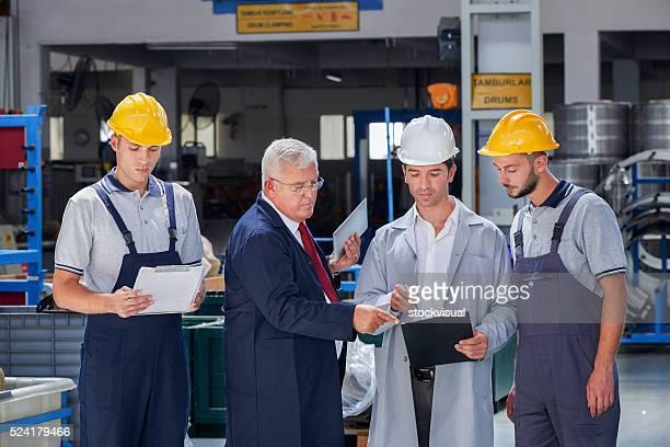 監視回路および工場の作業員