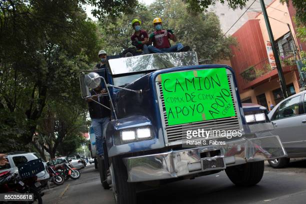 A support truck drives near Parque Mexico in the Condesa district the day after an earthquake on September 20 2017 in Mexico City Mexico Emergency...