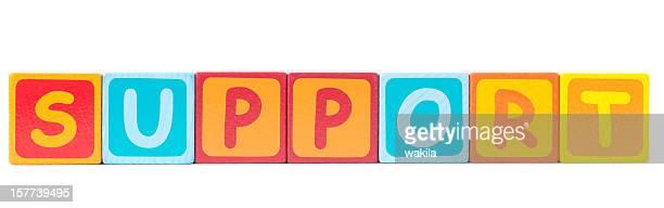 Supporto di parola scritta con cubi giocattolo