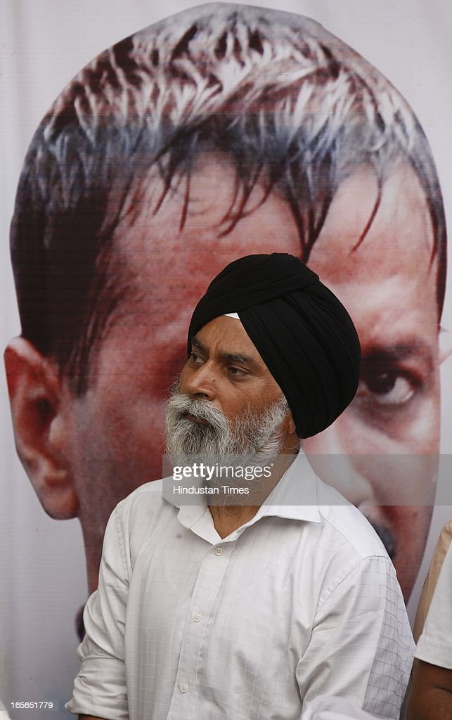 Supporter of Aam Aadmi Party at Sunder Nagari where leader Arvind Kejriwal was sitting on fourteenth day of his hunger strike against inflated electricity and water bills on April 5, 2013 in New Delhi, India. AAP leader Arvind Kejriwal announced that he will break his indefinite fast on April 6, 2013.