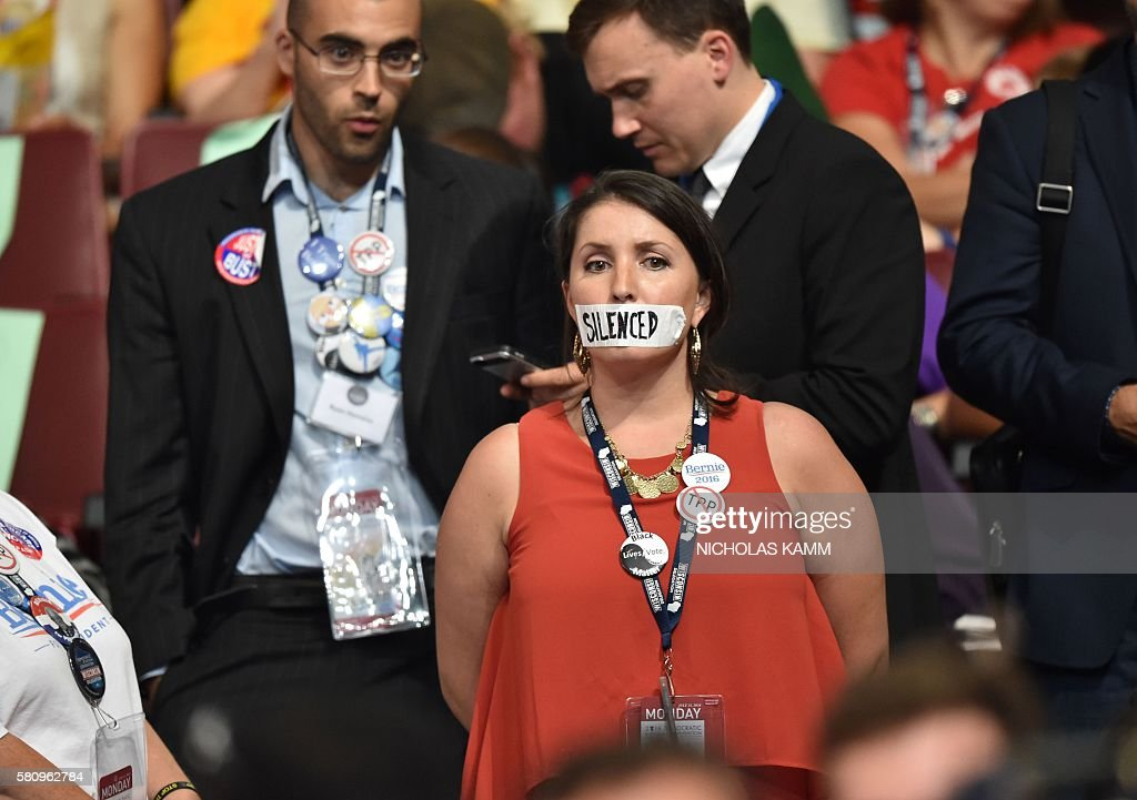 A supporter of former Democratic presidential candidate Bernie Sanders stands in silent protest during Day 1 of the Democratic National Convention at the Wells Fargo Center in Philadelphia, Pennsylvania, July 25, 2016. / AFP / Nicholas Kamm