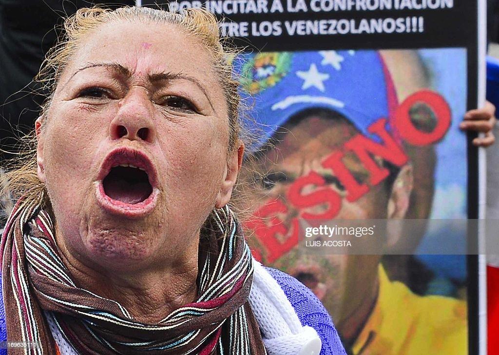 A supporter of late Venezuelan president Hugo Chavez shouts slogans against Venezuela's opposition leader Henrique Capriles at Bolivar Square in Bogota on May 29, 2013. AFP PHOTO/ Luis Acosta