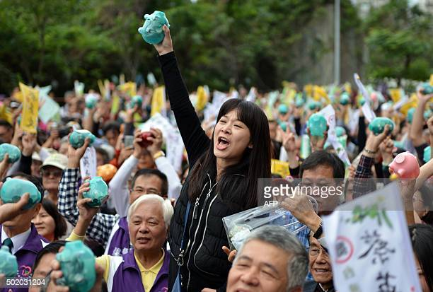 TOPSHOT A supporter of Tsai Ingwen chairwoman from Taiwan's main opposition Democratic Progressive Party and the party's candidate for in the January...