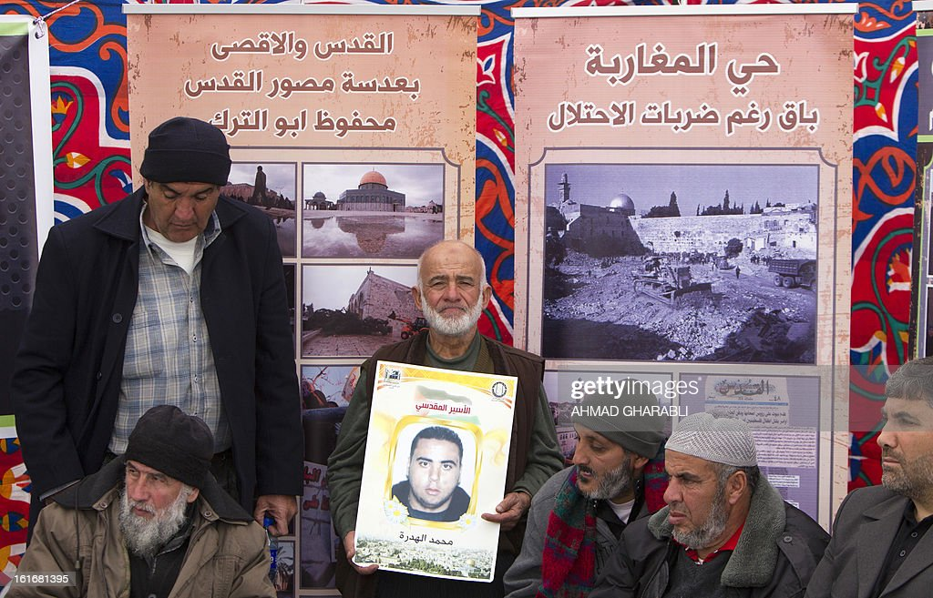 A Supporter Sheikh Raed Salah (not in picture), carries a portrait of an imprisoned Palestinian during a press conference by the Arab-Israeli islamist leader in east Jerusalem, on February 14, 2013. A United Nations official expressed concern about the well being of Palestinian detainees in Israeli prisons and in particular about the condition of hunger striker Samer Issawi. AFP PHOTO/AHMAD GHARABLI