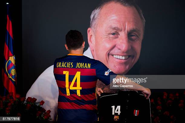 A supporter wearing a FC Barcelona shirt with a message saying 'Thanks Johan' in catalan pays tribute to late Dutch football star Johan Cruyff in a...