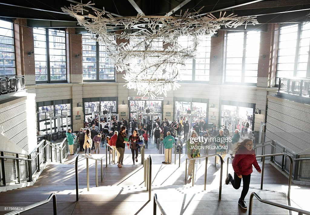 Supporters arrive at a rally for Democratic presidential candidate Bernie Sanders at Safeco Field in Seattle on March 25 2016 / AFP / Jason Redmond