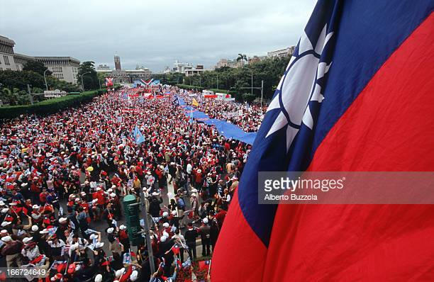 Supporters at the KMT and PFP parties' preelection campaign rally