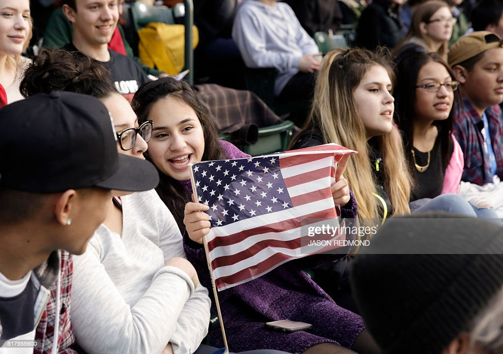 Supporters attend a rally for Democratic presidential candidate Bernie Sanders at Safeco Field in Seattle on March 25 2016 / AFP / Jason Redmond