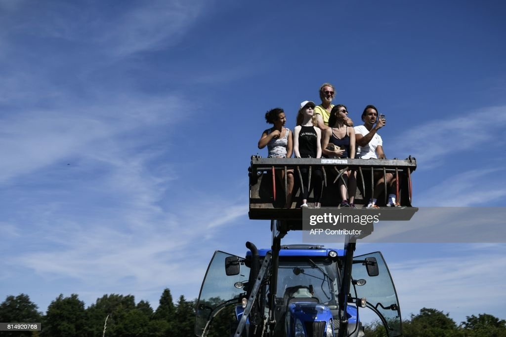 Supporters cheer along the road during the 181,5 km fourteenth stage of the 104th edition of the Tour de France cycling race on July 15, 2017 between Blagnac and Rodez. /