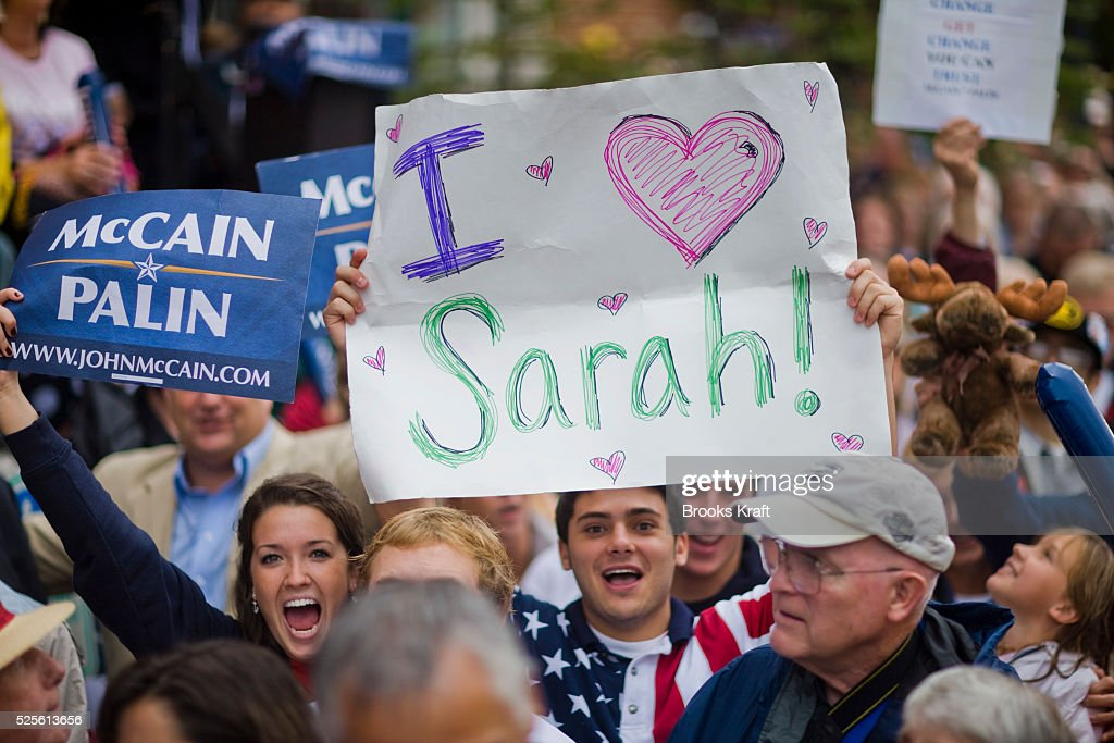 Supporters cheer Republican US vicepresidential nominee and Alaska Governor Sarah Palin attend a rally in Lebanon Ohio