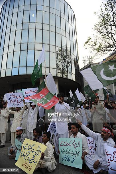 Supporters from the Pakistani religious group Sunni United Council shout slogans and carry placards as they gather in front of the Geo television...