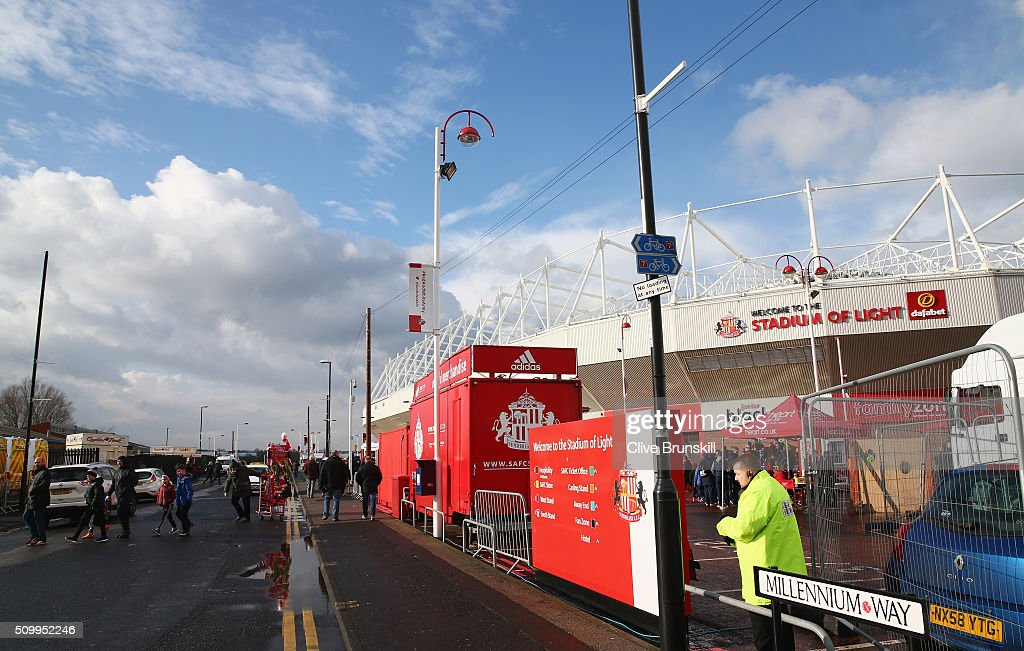 Supporters make their way to the stadium prior to the Barclays Premier League match between Sunderland and Manchester United at the Stadium of Light on February 13, 2016 in Sunderland, England.