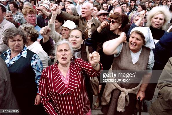 Supporters of an independent Crimea protest on Mai 21 1992 in Simferopol against the Russian parliament declaration that the 1954 transfer of Crimea...