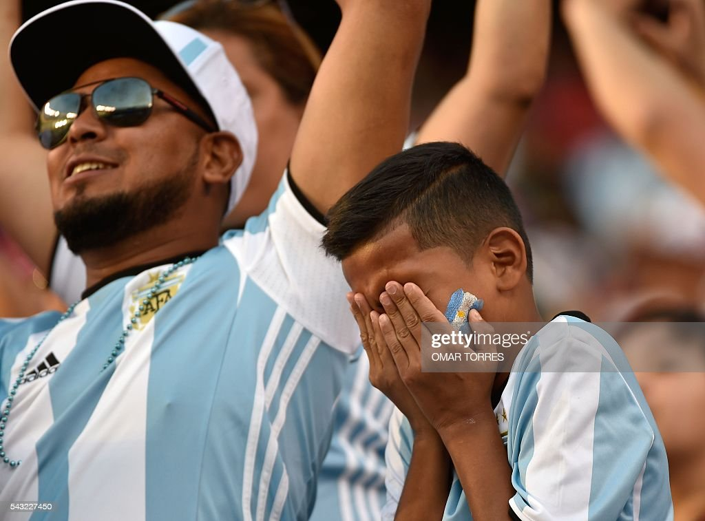 Supporters of Argentina wait for the start of the Copa America Centenario final between Argentina and Chile in East Rutherford, New Jersey, United States, on June 26, 2016. / AFP / Omar Torres