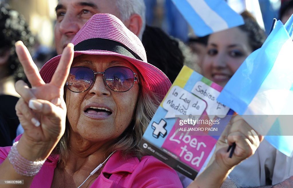 Supporters of Argentina's President Cristina Fernandez de Kirchner participate at Plaza de Mayo, on December 9, 2012, during a rally on the eve of the Day of Democracy and Human Rights, called by the government to celebrate the 29th anniversary of the return to democracy in Argentina. AFP PHOTO / Alejandro PAGNI