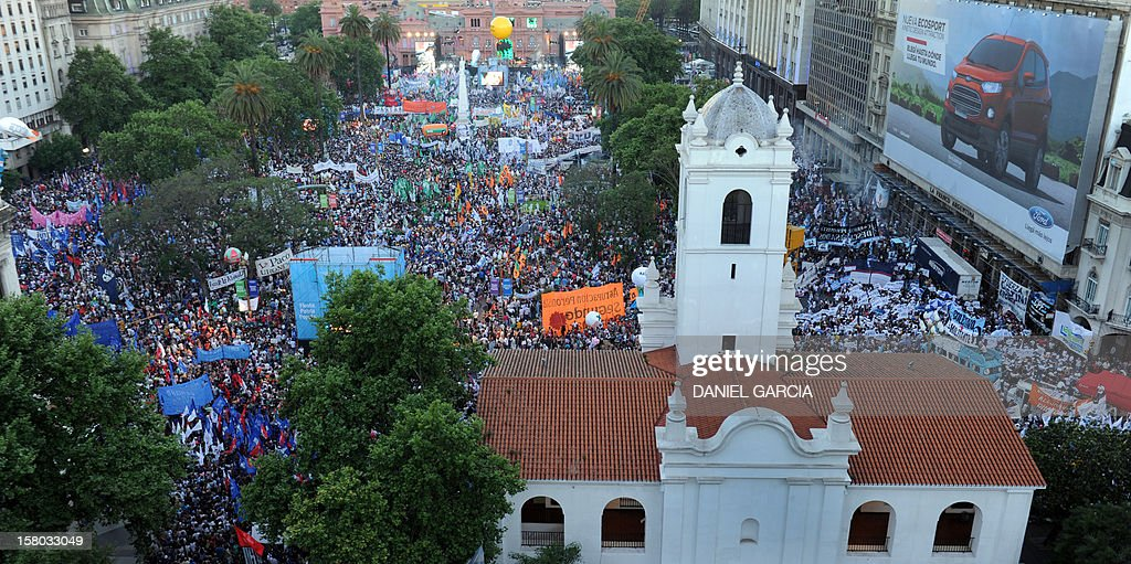 Supporters of Argentina's President Cristina Fernandez de Kirchner fill the Plaza de Mayo, on December 9, 2012, during a rally on the eve of the Day of Democracy and Human Rights, called by the government to celebrate the 29th anniversary of the return to democracy in Argentina.
