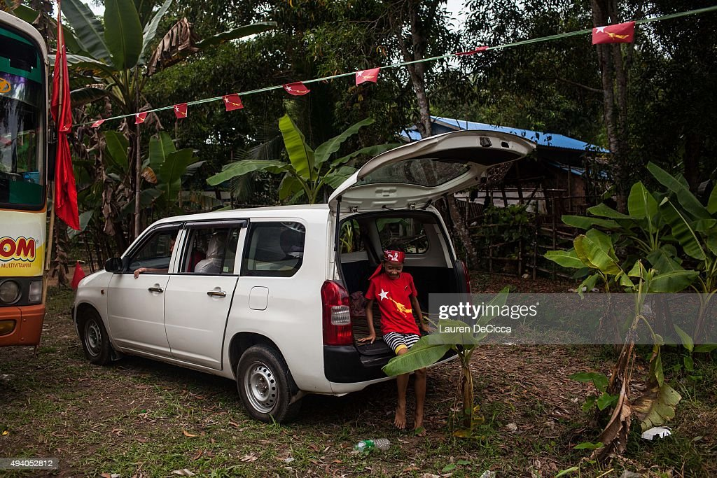 Supporters of Aung Sun Suu Kyi leader of Myanmar's National League for Democracy Party wait for her to campaign on October 24 2015 in Kawhmu Myanmar...