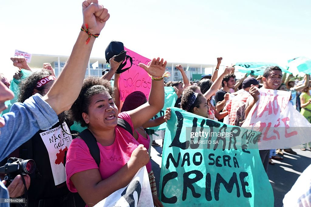 Supporters of Brazilian President Dilma Rousseff demonstrate against an impeachment trial against her, in front of Planalto Palace in Brasilia, on May 3, 2016. On May 11 or 12 the Senate is expected to vote to open an impeachment trial against her over allegations that she illegally manipulated government accounts. Rousseff claims to be the victim of a coup. SA
