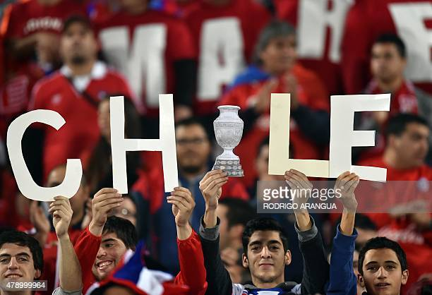 Supporters of Chile wait for the start of the 2015 Copa America football championship semifinal match between Chile and Peru in Santiago on June 29...