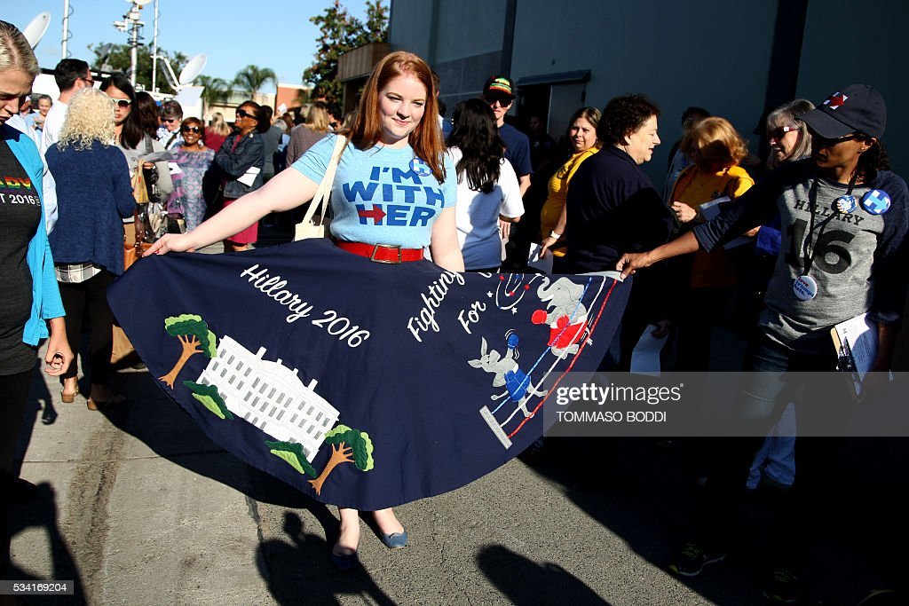 Supporters of Democratic presidential candidate Hillary Clinton gather at an event at the UFCW Union Local 324 on May 25, 2016 in Buena Park, California. / AFP / Tommaso Boddi