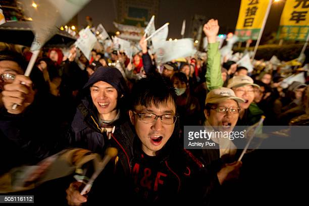 Supporters of Democratic Progressive Party presidential candidate Tsai Ingwen cheer at a rally on January 15 2016 inTaipei Taiwan Tsai Ingwen leader...