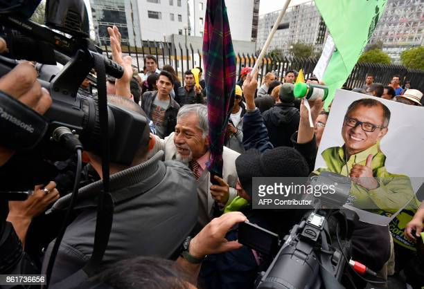 Supporters of Ecuadorean Vice President Jorge Glas demonstrate outside the National Court of Justice during his habeas corpus hearing in Quito on...