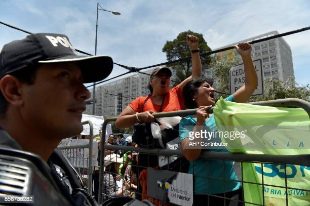 Supporters of Ecuadorean VicePresident Jorge Glas allegedly caught up in the Odebrecht scandal demonstrate outside the National Court in Quito on...