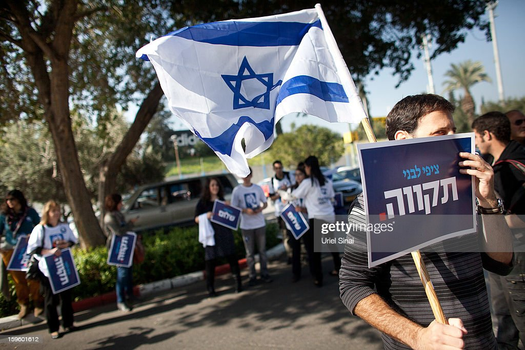 Supporters of former Israeli foreign minister Tzipi Livni, the leader of new party, The Movement, wave flags and hold placards ahead of an election event at a shopping center on January 17, 2013 in Ramat Gan, Israel. Israel will go to the polls on January 22.