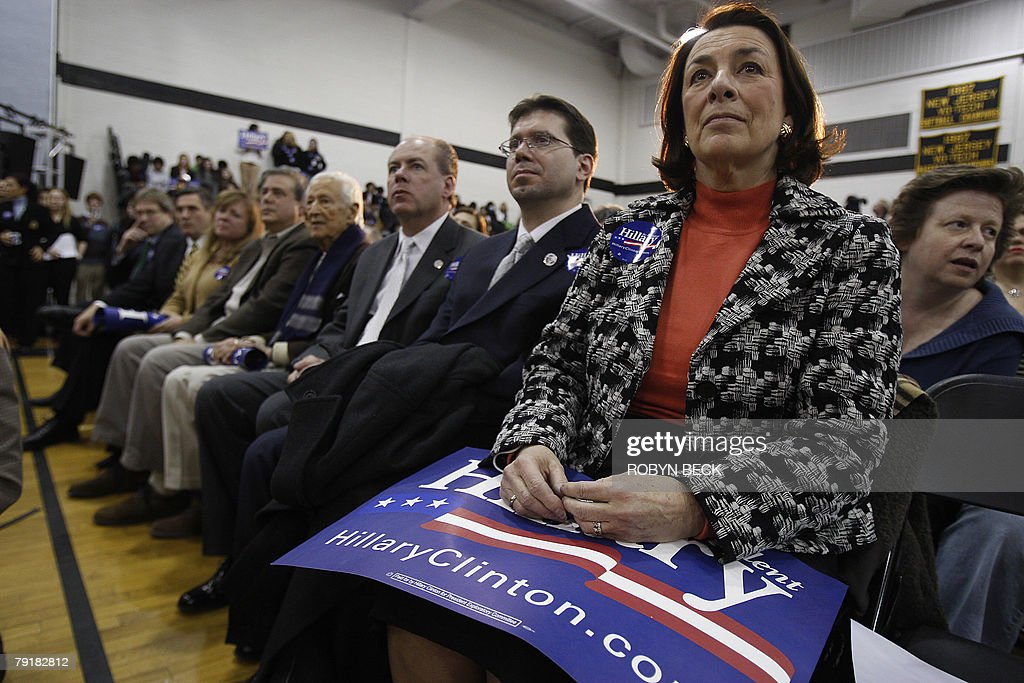 Supporters of New York Senator and Democratic presidential hopeful Hillary Rodham Clinton attend a campaign rally at Bergen County Academies in Hackensack, NJ, 23 January 2008.