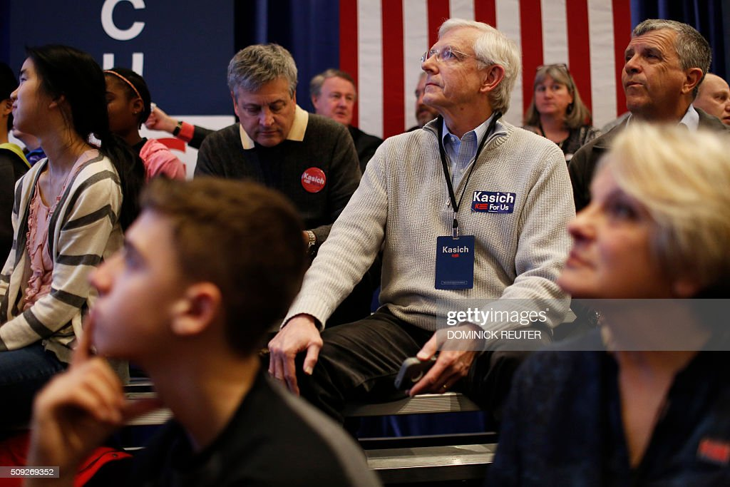 Supporters of Ohio Governor and Republican presidential candidate John Kasich wait for results during a primary election watch party, February 9, 2016, in Concord, New Hampshire. Political novice Donald Trump won New Hampshire's presidential primaries, US media projected, with a fierce battle for second place among Ohio Governor John Kasich, former Florida governor Jeb Bush, Senators Ted Cruz and Marco Rubio. / AFP / DOMINICK REUTER