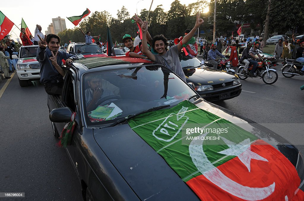 Supporters of Pakistani politician and former cricketer Imran Khan flash victory signs as they take part in an election campaign rally in Islamabad on May 8, 2013. Doctors said they expect Pakistani politician Imran Khan to make a full recovery despite fracturing his spine in a fall at a campaign rally just days before the general election. The retired cricket star and head of the Pakistan Movement for Justice (PTI) suffered several fractured vertebrae and a broken rib on Tuesday night when he fell from a lift raising him onto a platform at a campaign rally. AFP PHOTO / AAMIR QURESHI