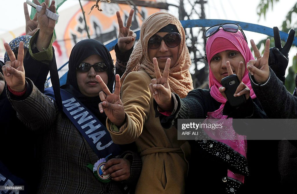 Supporters of Pakistani religious leader Tahir-ul Qadri shows victory signs at a protest march in Lahore on January 13, 2013. An influential Pakistani preacher lead thousands of supporters at the start of a protest march on the capital Islamabad to demand key reforms before looming elections. AFP PHOTO/ Arif ALI