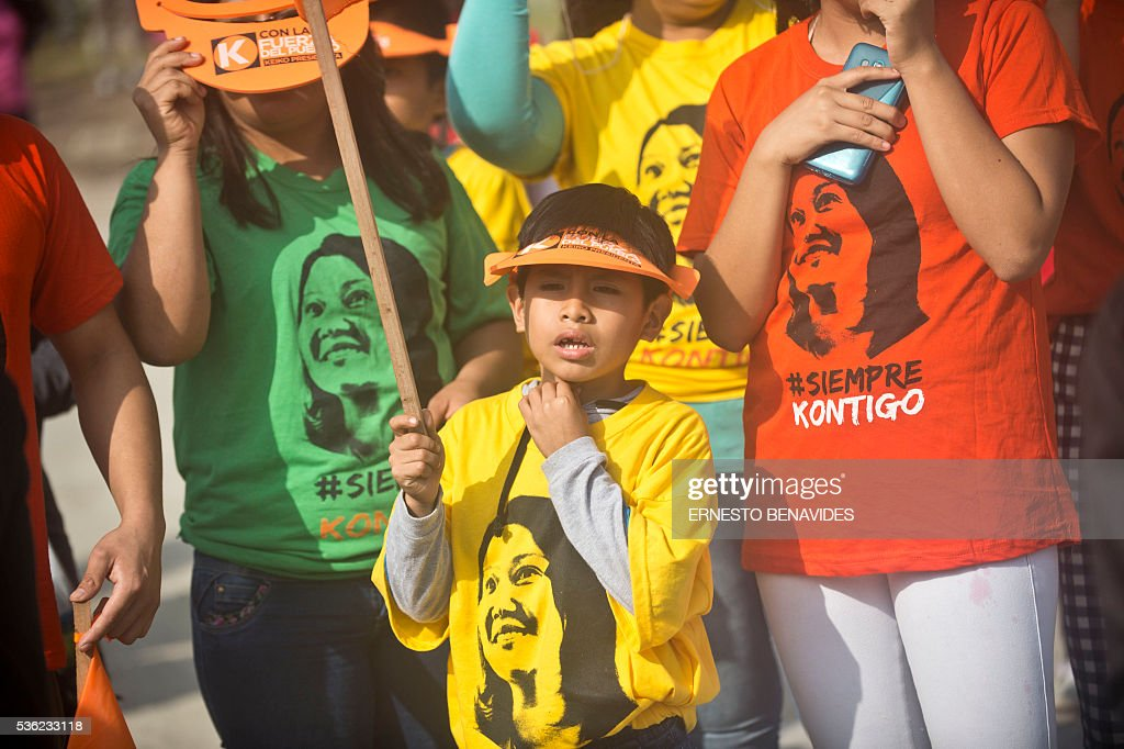 Supporters of Peruvian presidential candidate for the Fuerza Popular (Popular Force) party and daughter of imprisoned former Peruvian President (1990-2000) Alberto Fujimori, Keiko Fujimori, attend a campaign rally in Lima on May 31, 2016. Fujimori leads the polls for next May 5 presidential elections in Peru. / AFP / ERNESTO