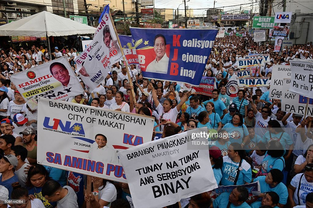 Supporters of Philippine presidential candidate Jejomar Binay, who is leader of the opposition and current Philippine vice president, attends his party's proclamation rally in Manila on February 9, 2016. A cliffhanger race to lead the Philippines began February 9 with the adopted daughter of a dead movie star and a tough-talking politician who claims to kill criminals among the top contenders. AFP PHOTO / TED ALJIBE / AFP / TED ALJIBE