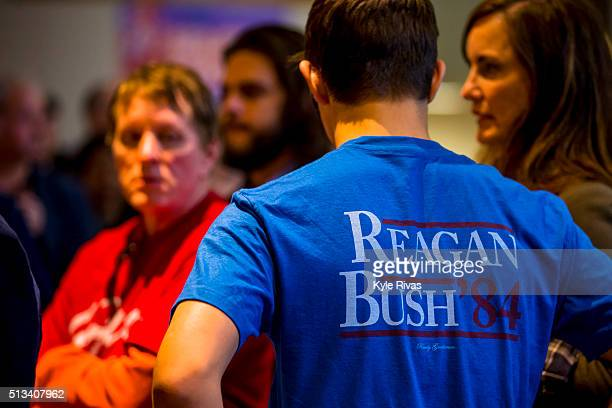 Supporters of Republican presidential candidate Sen Ted Cruz wait in a line outside Yardley Hall at Johnson County Community College before a...