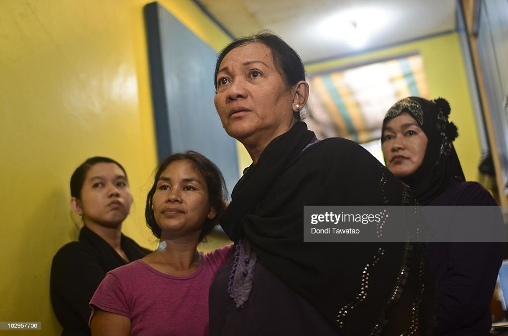 Supporters of self-proclaimed Sulu Sultan Jamalul Kiram III gather at his residence on March 2, 2013 in Manila, Philippines. President Banigno Aquino III has urged followers of Jamalul Kiram III to surrender and come out of hiding. Malaysian Prime Minister Najib Razak has warned it will take action against the group which were involved in a shoot-out with Malaysian police which killed two police commandos and twelve followers of Kiram dead.