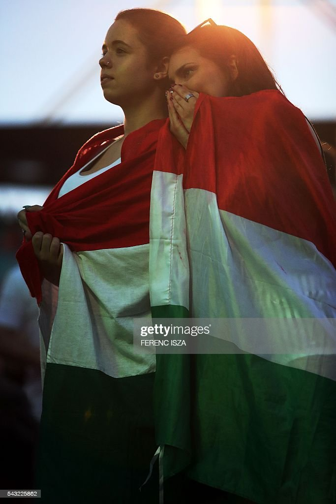 Supporters of team Hungary watch on June 26, 2016 in Budapest during the Euro 2016 football match against Belgium being played in Toulouse, France. Hungary lost 0-4. / AFP / FERENC