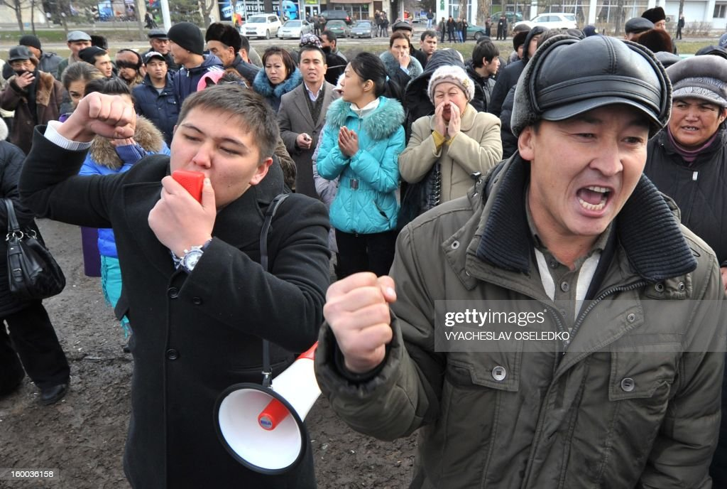 Supporters of the detained opposition lawmakers protest in front of a court in the Kyrgyzstan's capital Bishkek on January 25, 2013, during the lawmakers' trial. The head of nationalist opposition Ata-Zhurt party Kamchybek Tashiev was arrested last year along with two other lawmakers over their role in a protest on the previous day demanding the nationalisation of the Canadian-owned Kumtor mine. AFP PHOTO / VYACHESLAV OSELEDKO